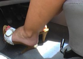 Is driving with high heels a crime? and drive with comfortable slippers? of course not! but some risk is there anyway