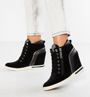 sneakers with inner heel wrong solution