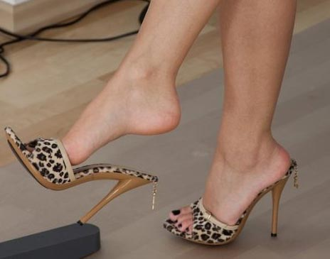 how to conquer a boy with high heels mules and dangling