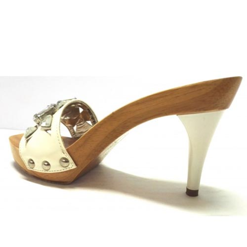 zoccoli in legno con fascia bianca 1