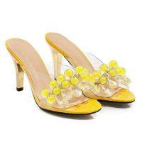 Sandali trasparenti e gialli