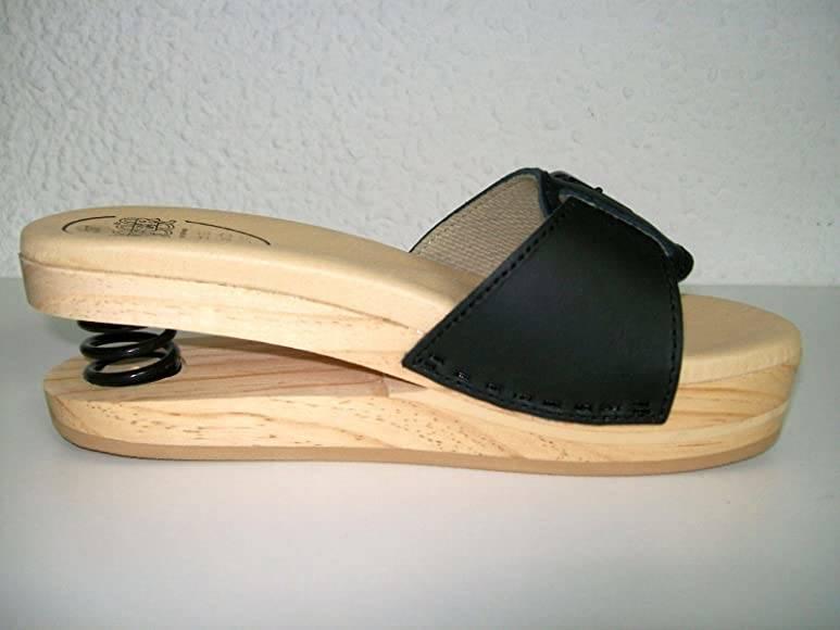 sandali con tacco a molla