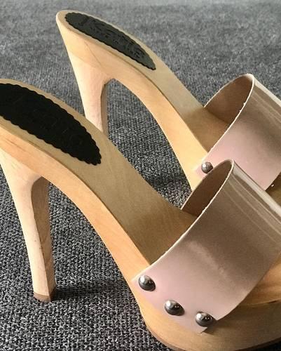 zoccoli in legno e pelle