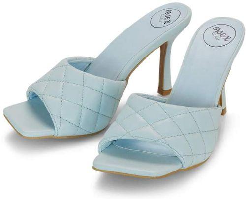 sandali azzurri trapuntati