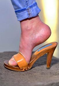 piede sensuale negli zoccoli